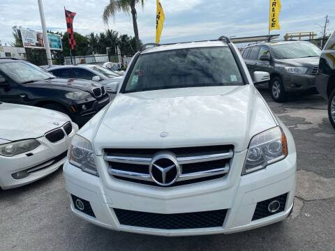 2011 Mercedes-Benz GLK for sale at America Auto Wholesale Inc in Miami FL