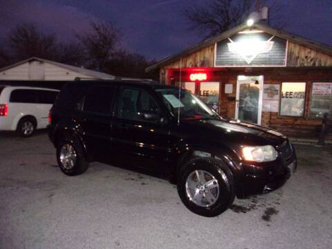 2004 Ford Escape for sale at LEE AUTO SALES in McAlester OK