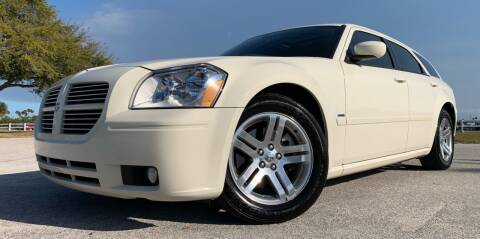 2005 Dodge Magnum for sale at PennSpeed in New Smyrna Beach FL