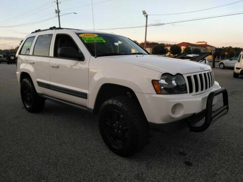 2006 Jeep Grand Cherokee for sale at Kelly & Kelly Supermarket of Cars in Fayetteville NC