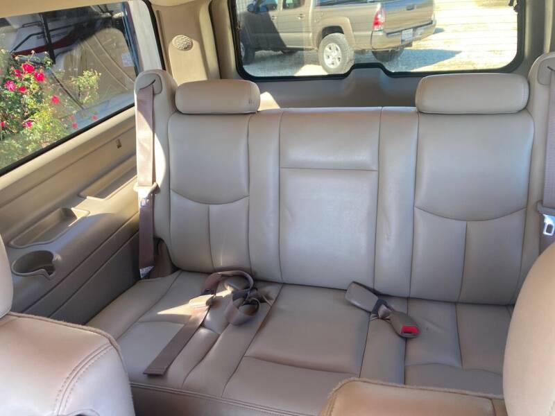 2004 Chevrolet Suburban 1500 Z71 4WD 4dr SUV - Gainesville TX