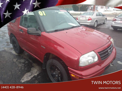 2001 Suzuki Vitara for sale at TWIN MOTORS in Madison OH