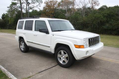 2010 Jeep Commander for sale at Clear Lake Auto World in League City TX