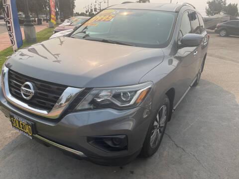 2017 Nissan Pathfinder for sale at Soledad Auto Sales in Soledad CA