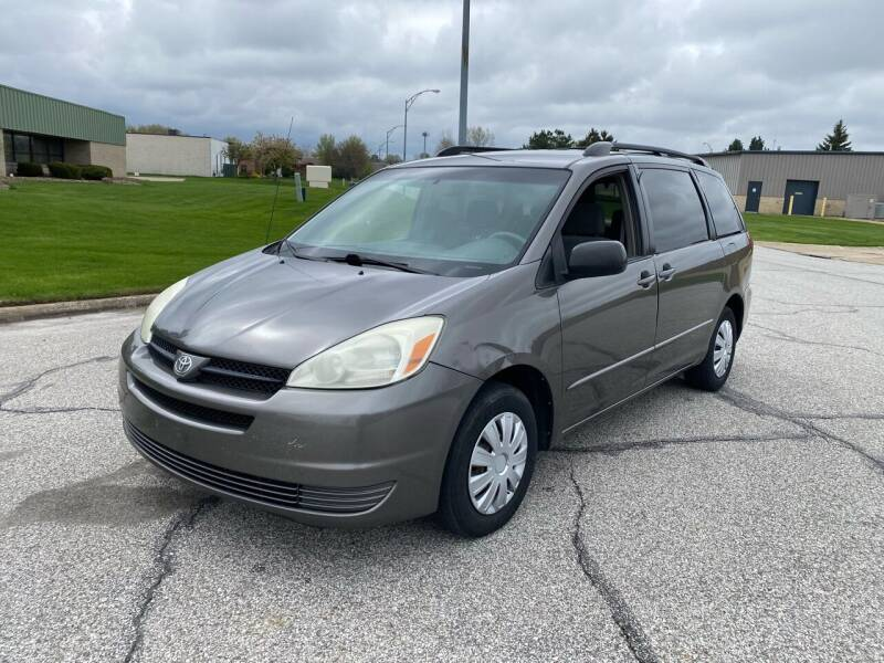 2004 Toyota Sienna for sale at JE Autoworks LLC in Willoughby OH