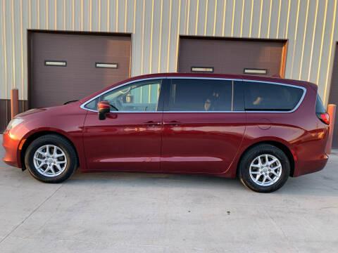 2018 Chrysler Pacifica for sale at Dakota Auto Inc. in Dakota City NE