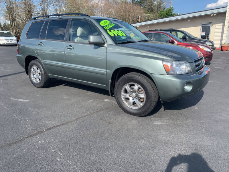 2005 Toyota Highlander for sale at Doug White's Auto Wholesale Mart in Newton NC