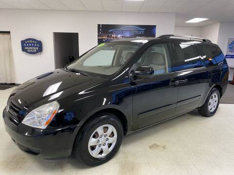 2010 Kia Sedona for sale at Used Car Outlet in Bloomington IL