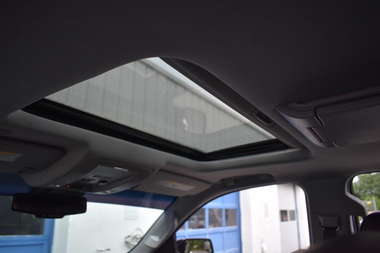 2017 GMC Yukon XL Denali 4×4 4dr SUV full