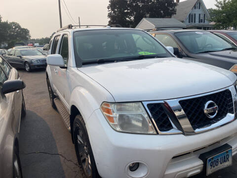2009 Nissan Pathfinder for sale at Whiting Motors in Plainville CT
