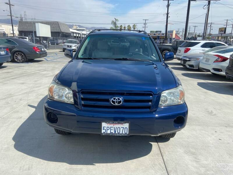 2005 Toyota Highlander for sale at Galaxy of Cars in North Hollywood CA