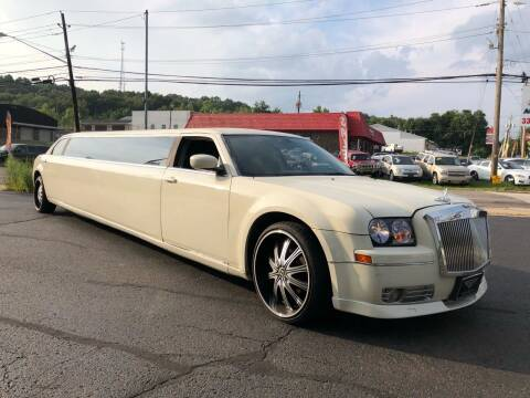 2006 Chrysler 300 for sale at KB Auto Mall LLC in Akron OH