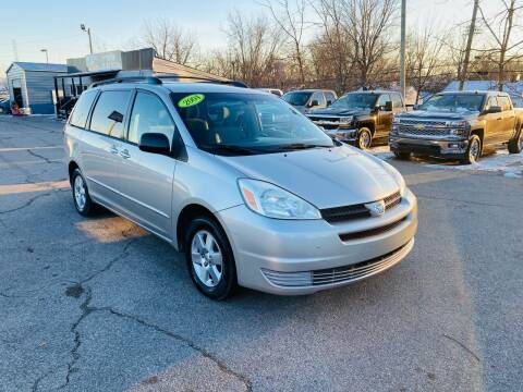 2004 Toyota Sienna for sale at LexTown Motors in Lexington KY