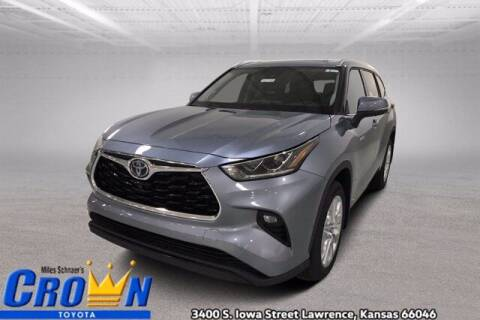 2021 Toyota Highlander Hybrid for sale at Crown Automotive of Lawrence Kansas in Lawrence KS