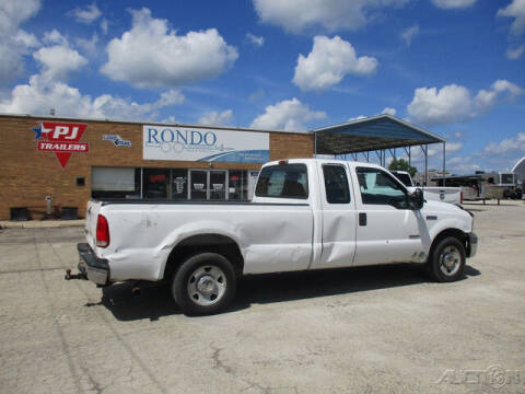 2005 Ford F-250 Super Duty for sale at Rondo Truck & Trailer in Sycamore IL