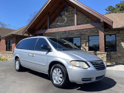 2005 Chrysler Town and Country for sale at Auto Solutions in Maryville TN