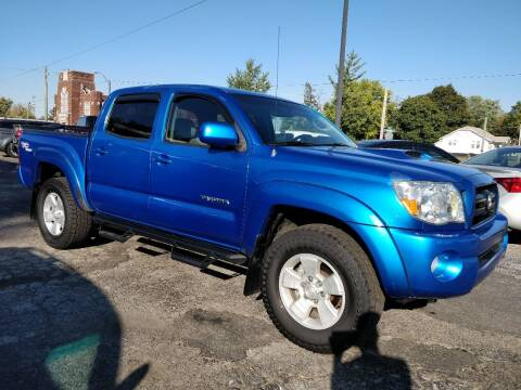 2005 Toyota Tacoma for sale at The Car Cove, LLC in Muncie IN