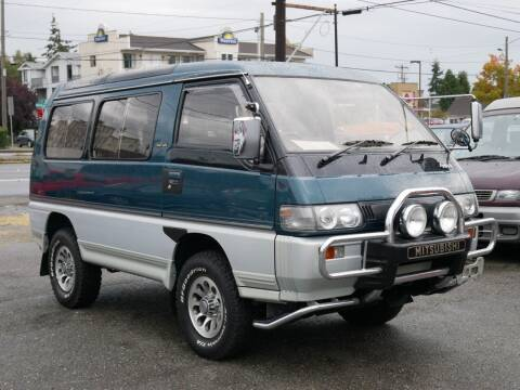 1993 Mitsubishi Delica L300 4x4 Skylight Roof for sale at JDM Car & Motorcycle LLC in Seattle WA