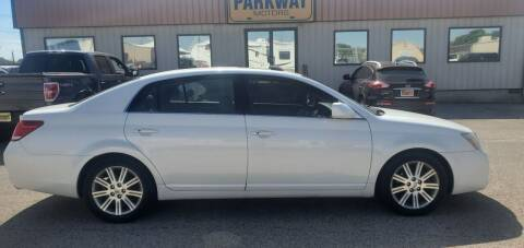 2006 Toyota Avalon for sale at Parkway Motors in Springfield IL