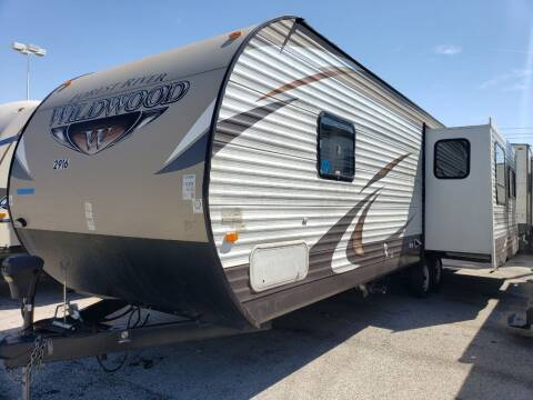 2015 Forest River Wildwood 27RLSS for sale at Ultimate RV in White Settlement TX