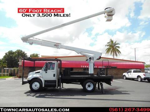 2009 International DuraStar 4300 for sale at Town Cars Auto Sales in West Palm Beach FL