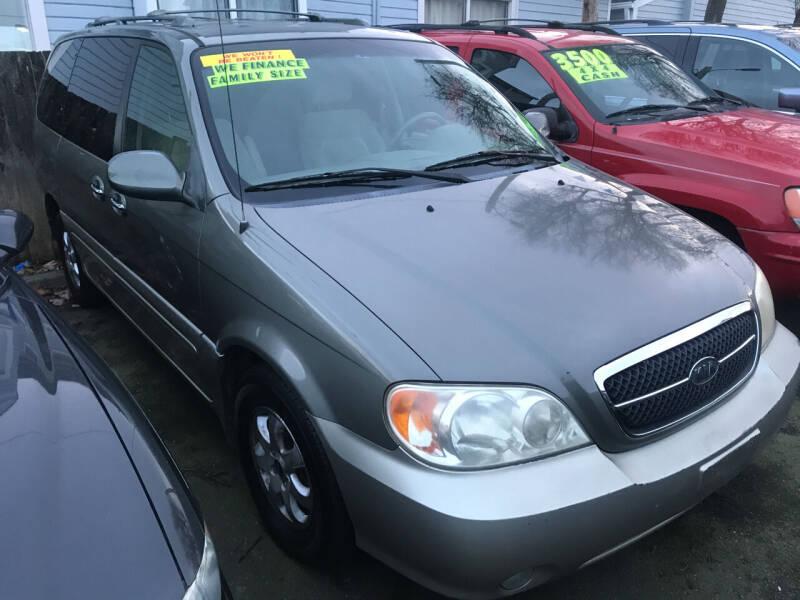 2005 Kia Sedona for sale at American Dream Motors in Everett WA