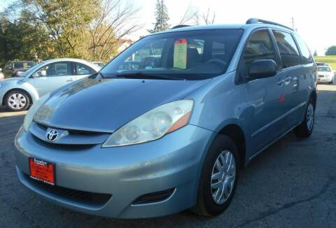 2006 Toyota Sienna for sale at Knowlton Motors, Inc. in Freeport IL