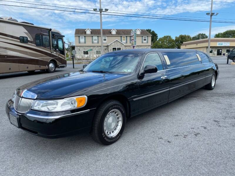 2001 Lincoln Town Car for sale at M4 Motorsports in Kutztown PA