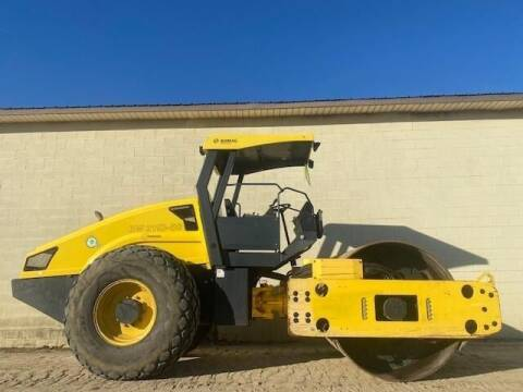 2015 BOMAG BW211D-40 - SMOOTH DRUM for sale at Vehicle Network - Milam's Equipment Sales in Sutherlin VA