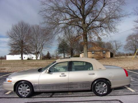 2005 Lincoln Town Car for sale at ABC Auto Sales in Rogersville MO