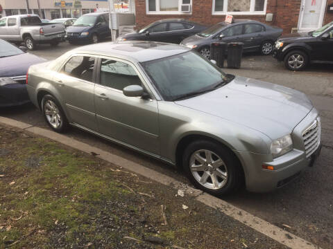 2005 Chrysler 300 for sale at UNION AUTO SALES in Vauxhall NJ