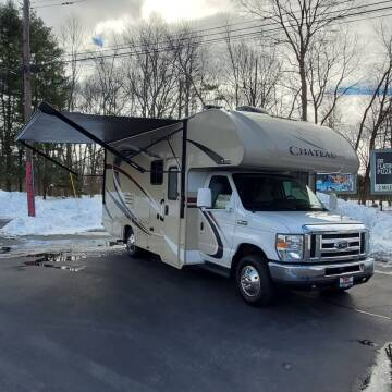 2018 Thor Industries Chateau M-24F for sale at R & R AUTO SALES in Poughkeepsie NY