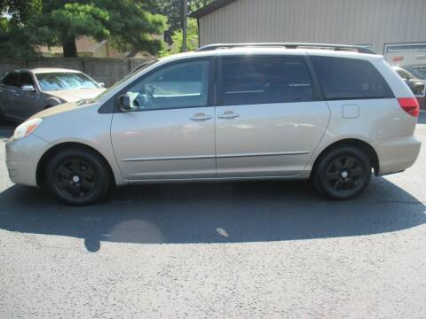 2004 Toyota Sienna for sale at Home Street Auto Sales in Mishawaka IN