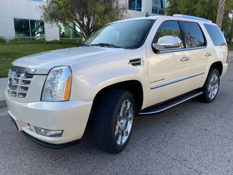 2007 Cadillac Escalade for sale at Donada  Group Inc in Arleta CA