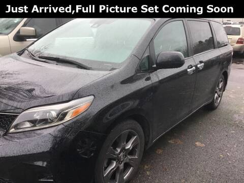 2019 Toyota Sienna for sale at Royal Moore Custom Finance in Hillsboro OR