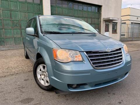 2010 Chrysler Town and Country for sale at Illinois Auto Sales in Paterson NJ