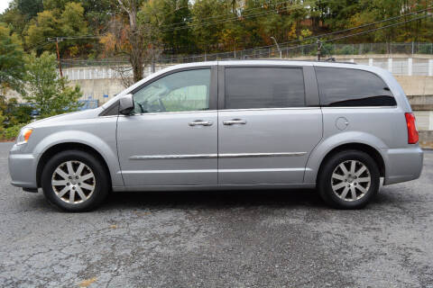 2015 Chrysler Town and Country for sale at Car Xpress Auto Sales in Pittsburgh PA