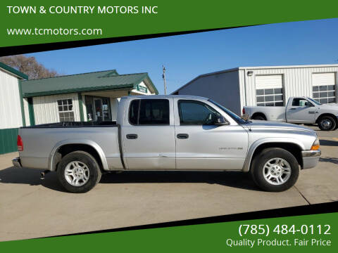 2002 Dodge Dakota for sale at TOWN & COUNTRY MOTORS INC in Meriden KS