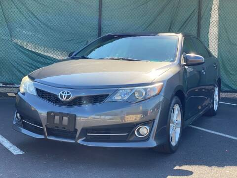 2014 Toyota Camry for sale at Illinois Auto Sales in Paterson NJ