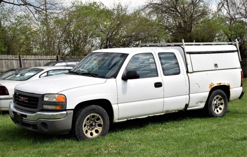 2005 GMC Sierra 1500 for sale at PINNACLE ROAD AUTOMOTIVE LLC in Moraine OH