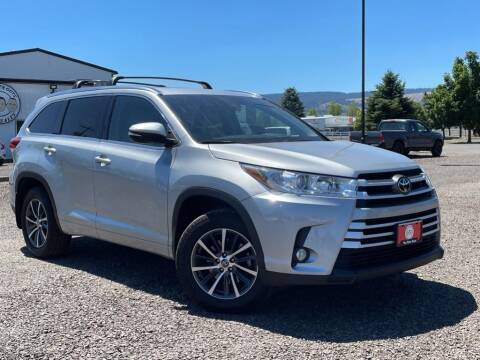 2017 Toyota Highlander for sale at The Other Guys Auto Sales in Island City OR