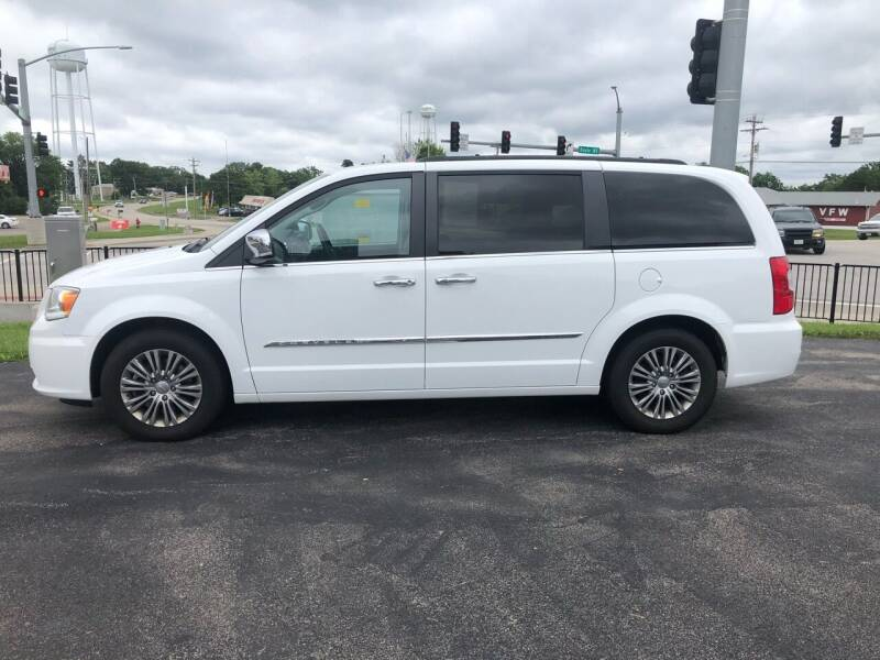 2015 Chrysler Town and Country for sale at Village Motors in Sullivan MO