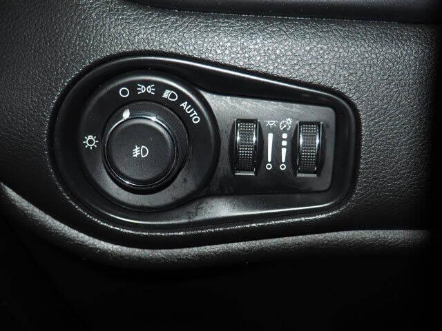 2017 Jeep Renegade 4x4 Latitude 4dr SUV - Montclair NJ