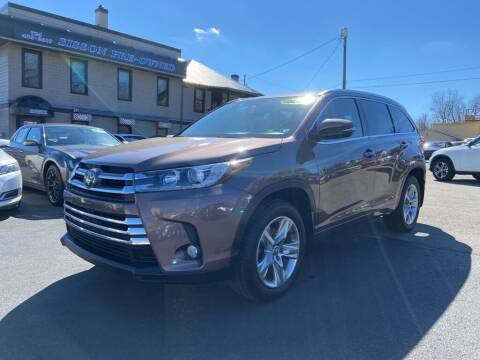 2017 Toyota Highlander for sale at Sisson Pre-Owned in Uniontown PA