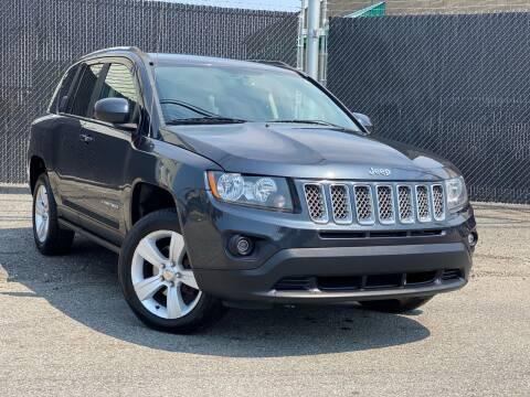 2014 Jeep Compass for sale at Illinois Auto Sales in Paterson NJ