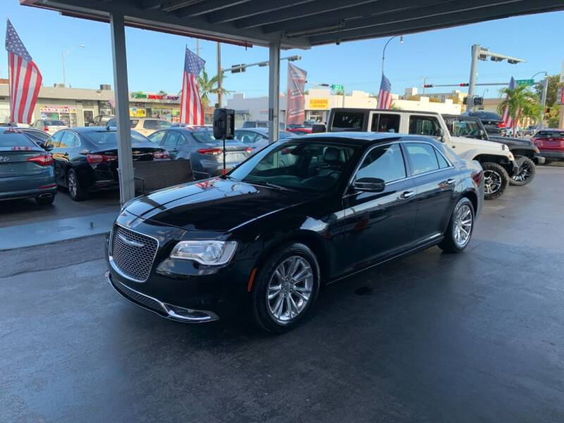 2016 Chrysler 300 for sale at American Auto Sales in Hialeah FL