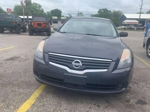 2009 Nissan Altima for sale at ALVAREZ AUTO SALES in Des Moines IA