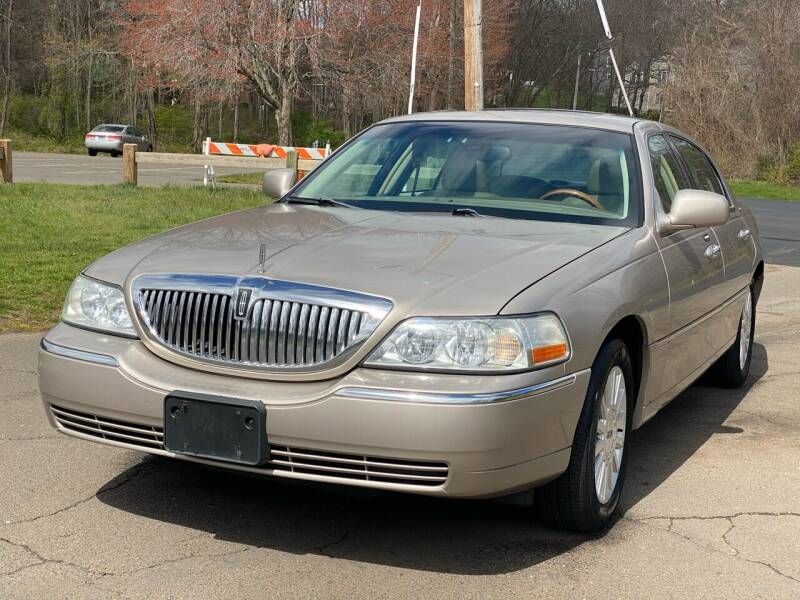 2003 Lincoln Town Car for sale at Choice Motor Car in Plainville CT