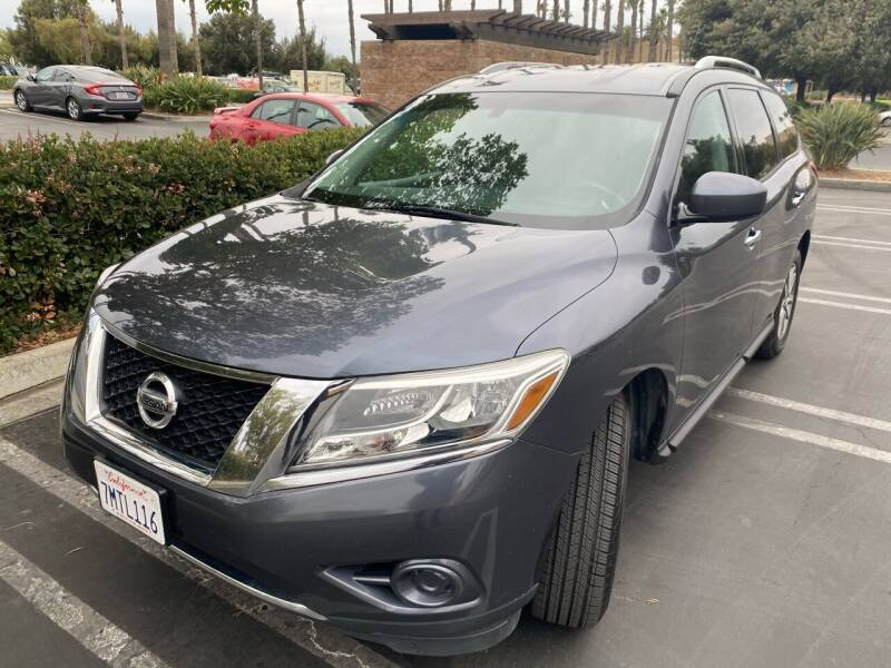 2014 Nissan Pathfinder for sale at Fiesta Motors in Winnetka CA