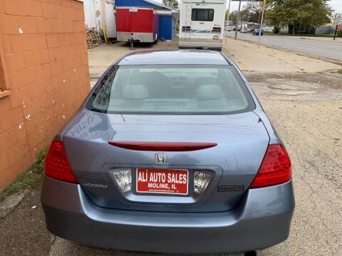 2007 Honda Accord for sale at Ali Auto Sales in Moline IL